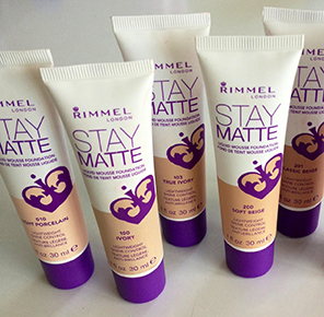 Kem nền Rimmel Stay Matte Liquid Mousse Foundation IVORY London 8ml